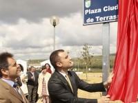 Inauguració de la plaça Terrassa, a Nueva Carteya // Imatge cedida per l'Ajuntament de Terrassa