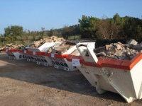 Un dels dipòsits en què es guarden els residus de la construcció per a ser reciclats // Imatge cedida pel Departament de Territori i Sostenibilitat