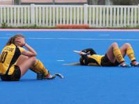 Dessolació en les noies de l'Atlètic Terrassa al final del partit contra el Tenis // Foto: Jordi Pi-ATHC