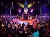 """El premi és una gira per Catalunya valorada en 16.000 euros           L'espectacle de circ i música Sifonòfor, de la companyia Animal Religion, ha guanyat la segona edició del Gran Premi BBVA Zirkòlika que concedeix conjuntament la Fundació AntiguesCaixes Catalanes, el Grup BBVA i la revista Zirkòlika. El premi, un dels millors dotats de les arts escèniques, consisteix en una gira per Catalunya valorada en  16.000 euros i té l'objectiu de reforçar la professionalització del circ i crear circuits d'exhibició.     La entrega de premis es va fer durant la sisena edició de la Nit de Circ a la sala 2 de l'Auditori i va reunir prop de 600 persones. Sifonòfor, produït per L'Auditori i estrenat el més de febrer en el marc del programa Escenes, és un espectacle de gran format i amb mirada externa d'Alba Sarraute protagonitzat per 11 acròbates i de sis països que fusiona algunes tècniques de circ com la perxa xinesa, l'acrobàcia o la corda llisa amb la música electrònica, el piano, l'òpera o la guitarra.       La resta de premis lliurats han estat per Esquerdes de la companyia Hotel locandi, premi al millor espectacle de circ, Escalat de Man el Rosès, premi a millor companyia emergent, la Circoteca de la companyia Passabarret, que ha rebut el premi a la millor iniciativa per a la projecció del circ.     També han estat premiats Pals de la companyia Cíclicus com a premi especial a la posada en escena, Ramon Muñoz """"Karoli"""", premi de votació popular i el premi ex aeguo de pintura ha estat per Johana Cuellar, Jorge Ochagavia i Toni Moll."""