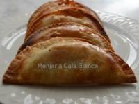 Empanadillas de calabacin, setas de cardo y queso de cabra //  Imatge Menjar a Cala Blanca
