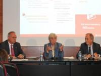La consellera d'Ensenyament, Clara Ponsatí, lliura els Premis Extraordinaris de Batxillerat